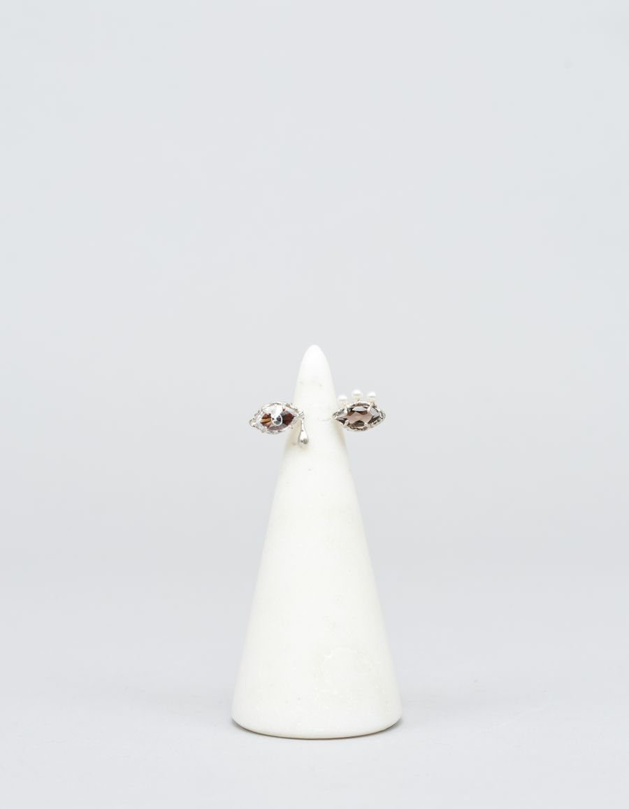 Yukie Deuxpoints Pearl Eyelash Crying Eye Ring