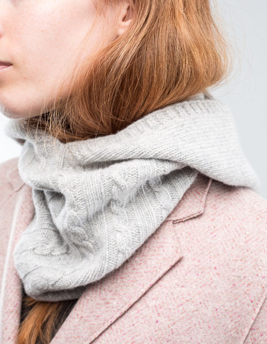 Nitty Gritty Hooded Scarf Cable Knit Light Grey